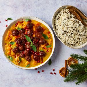 Meatless meatballs in curry with rice